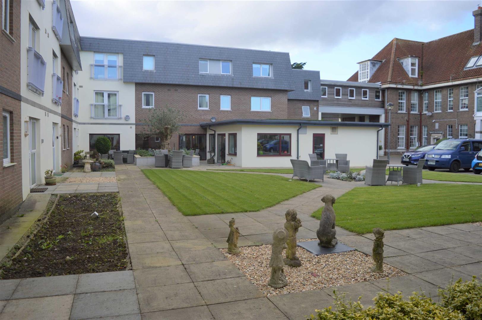 Willow Court, Clyne Common, Swansea, SA3 3JB